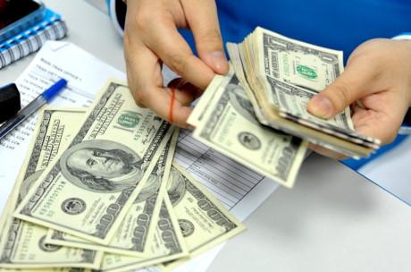 2 vợ chồng kiếm 2000$