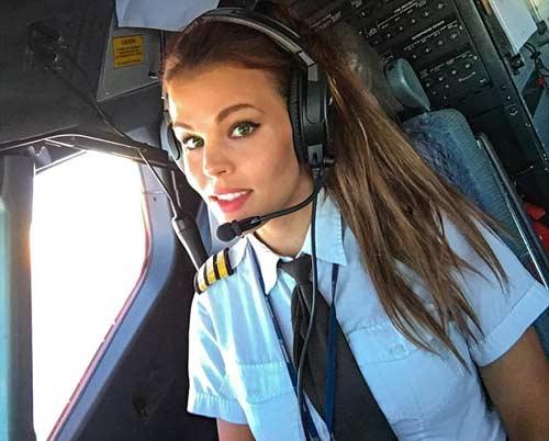 Nữ phi công đẹp tuyệt trần với những thế Yoga gây sốt