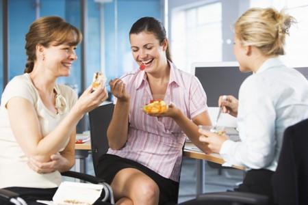 Sinh lời nhanh chóng nhờ kinh doanh đồ ăn vặt online